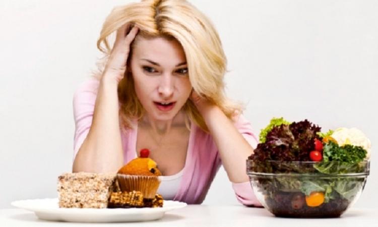 لماذا عندما يقع الانسان فريسة للضغوط والتوتر يهرب للأكل؟