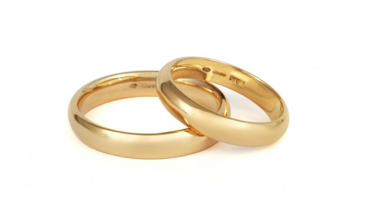 مزارع يعثر على خاتم زواجه بعد 35 عاما من فقدانه