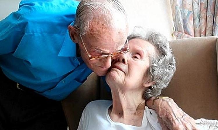 عشر ساعات تفصل بين وفاة زوجين لم يفترقا خلال 68 عاما