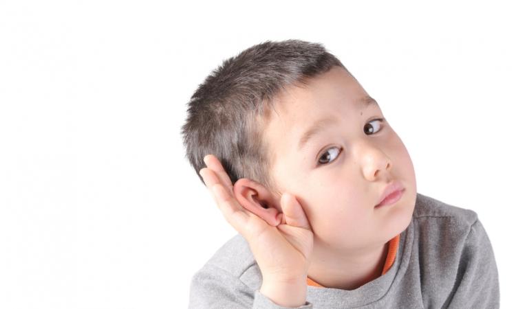 تعرفي على أعراض مشكلات السمع عند الأطفال
