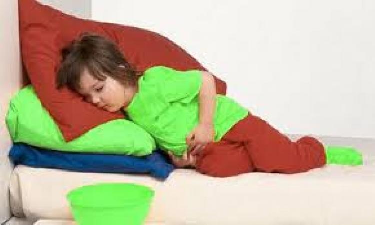 كيف تتعاملين مع طفلك المصاب بالإمساك