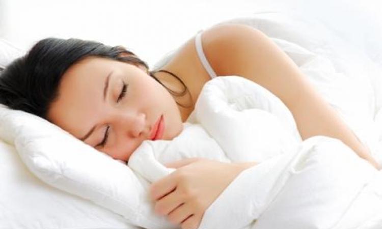 النوم فى غرفة مضاءة يزيد فرص الإصابة بسرطان الثدى
