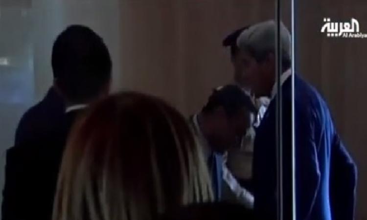 بالفيديو .. لحظة تفتيش جون كيري قبل لقائه الرئيس السيسي