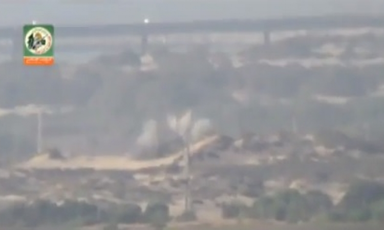 بالفيديو .. كتائب القسام تفجر دبابة إسرائيلية شمال غزة