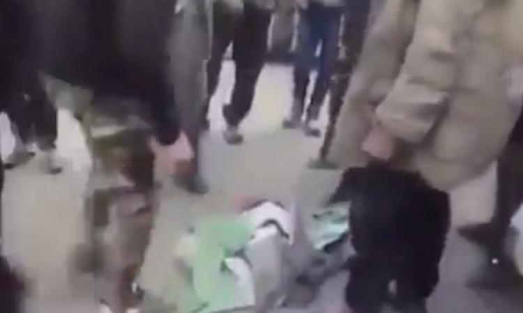بالفيديو .. داعش تدوس علم فلسطين بالأقدام