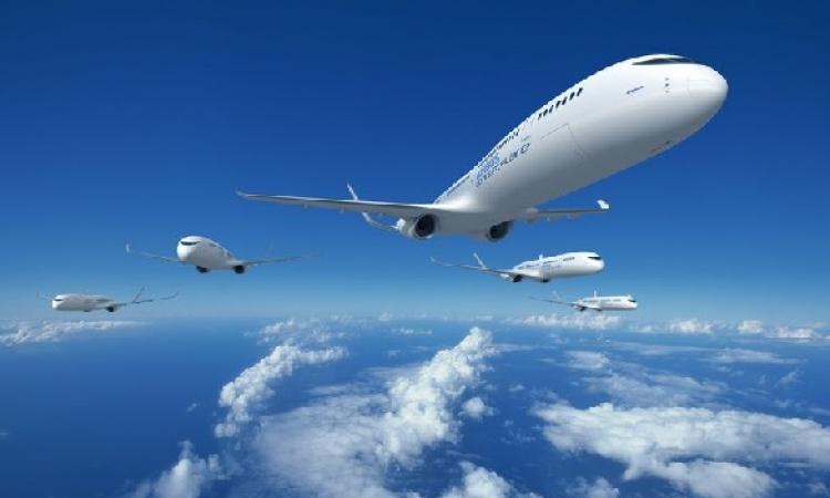 أول ليبية تحصل على رخصة قيادة طائرات الإيرباص