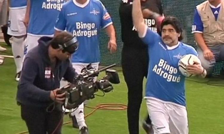 بالفيديو .. مارادونا يعود للتهديف في الثالثة والخمسين