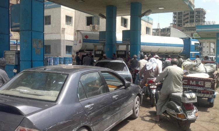 مشادات في مواقف السيارات ومحطات البنزين بالبحيرة بعد زيادة أسعار الوقود