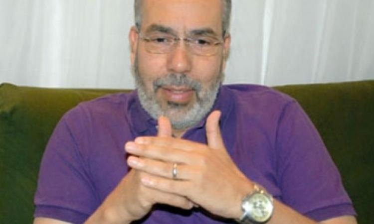 مدحت العدل يقترح تخصيص «كشك» في مواقف السيارات لتحصيل الأجرة ومواجهة المستغلين