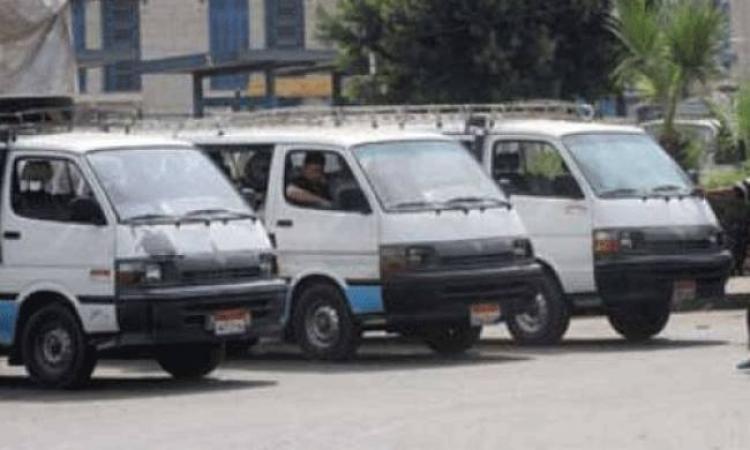سائقون يمنعون سيارات الأجرة من تحميل الركاب بالكوبرى الخشب