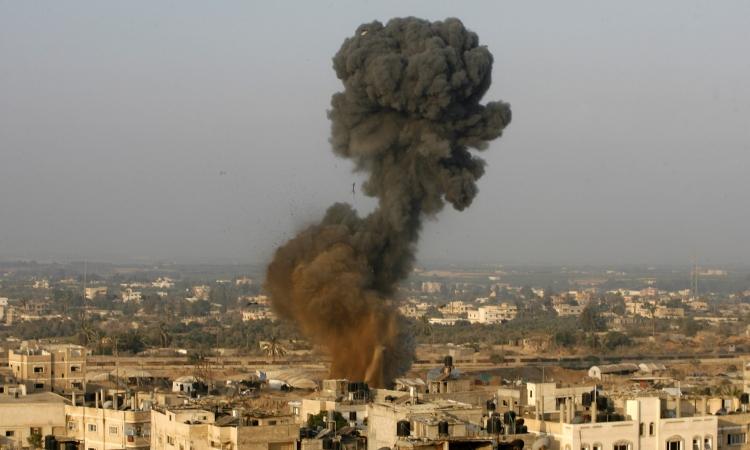 في أول خرق للهدنة.. اسرائيل تقصف شرق رفح بالمدفعية