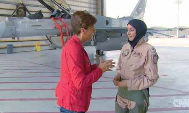 «مريم المنصوري» أول إماراتية تقود طائرة مقاتلة