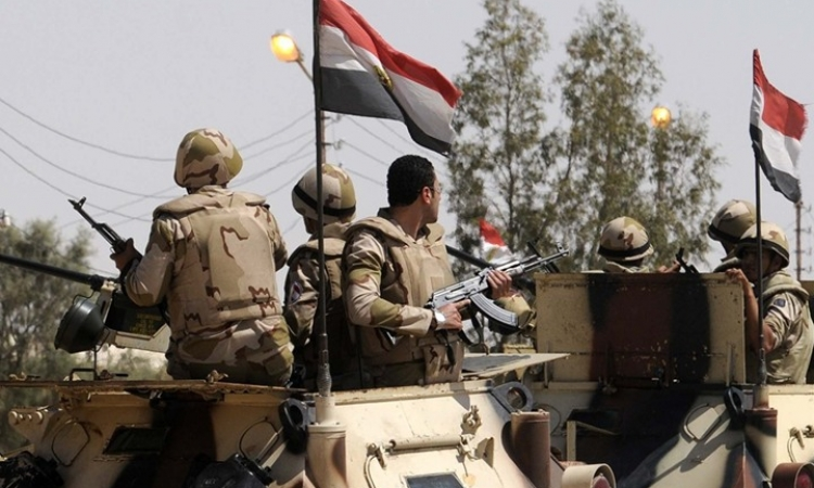 قوات الجيش تدمير 3 سيارات مفخخة فى رفح