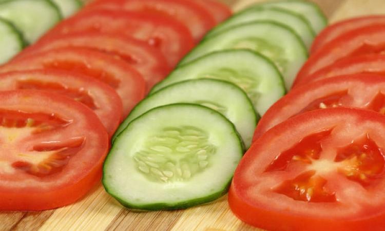 تعرفي كيف تؤثر الخضر والفاكهة في جمالك