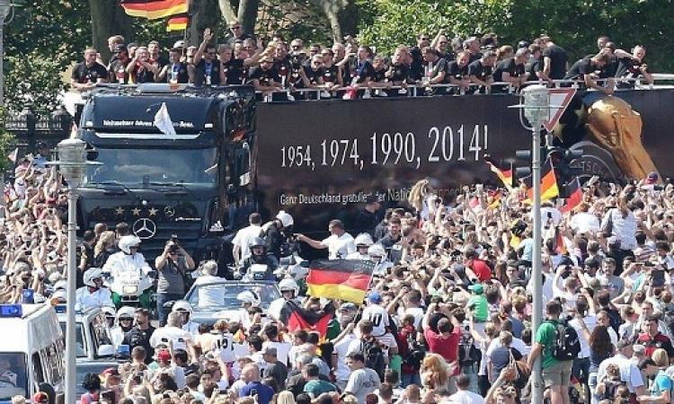 بالصور.. استقبال حافل لأبطال العالم في برلين