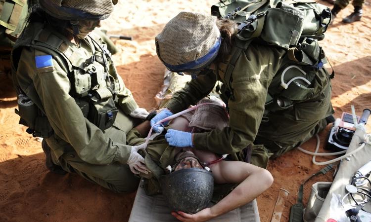 وصول فريق تطوعى من رجال الإطفاء الأمريكيين إلى إسرائيل