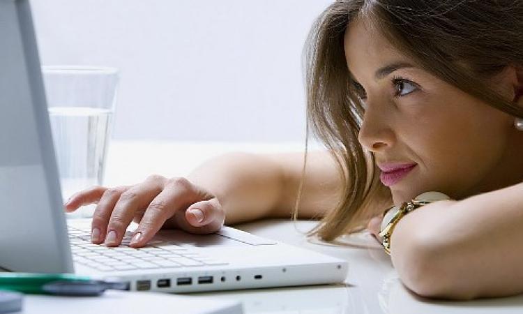 النساء يفضلن مناقشة أمراضهن عبر جوجل دون رؤية الطبيب منعا للإحراج