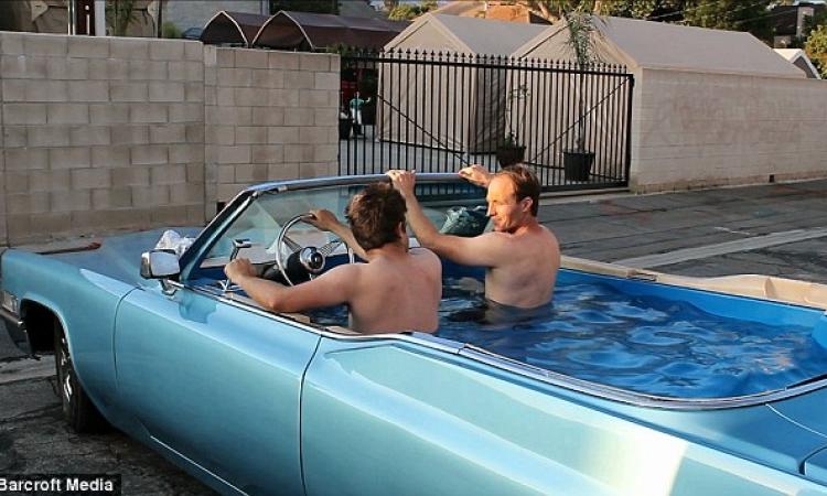 بالصور.. رجلان يحولان سيارة «كاديلاك» قديمة إلى «جاكوزي» متحرك