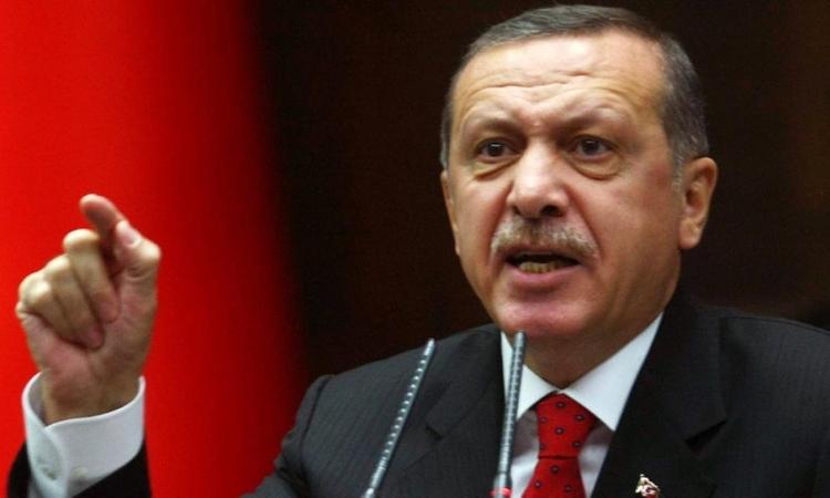 بالفيديو .. حزب أردوغان يحاول شراء أصوات الناخبين .. بالزيت والسكر برضه !!
