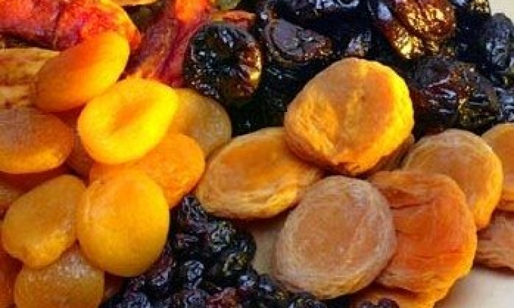 فوائد الفواكهه المجففة في المساعدة على الهضم