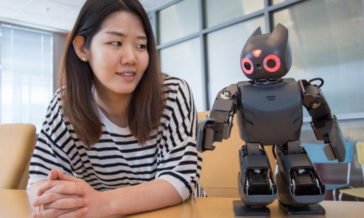 بالفيديو.. روبوت آلي لتأهيل الأطفال المعاقين ذهنيا وبدنيا