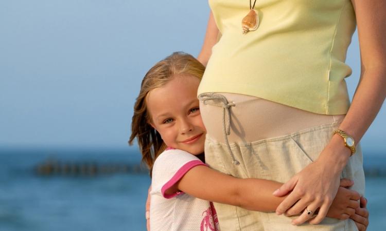 كيف تهيئين طفلك لاستقبال أخ جديد؟