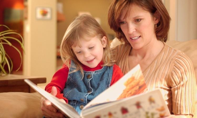 كيف تعلمي طفلك القراءة بسهولة؟