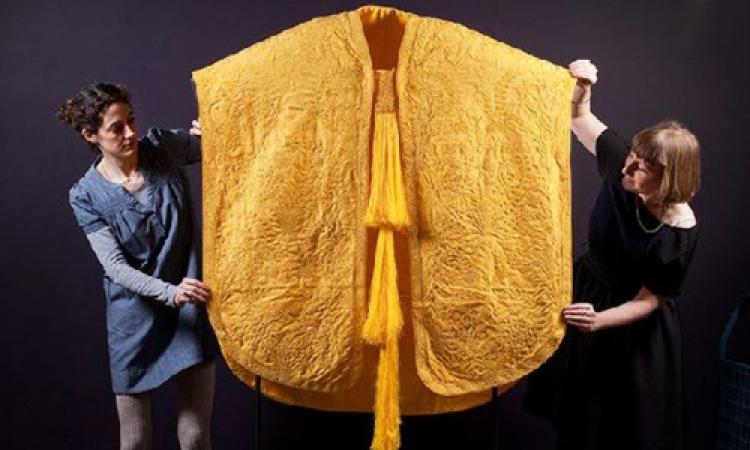 خيوط عنكبوت تدخل في صناعة الملابس
