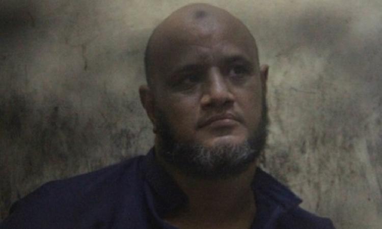 الحمبولي يرفع رابعة بعد الحكم عليه بالإعدام والمؤبد في قضيتى قتل وسرقة