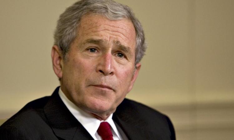 """بالفيديو.. جورج بوش الأبن يخوض """"تحدى الثلج"""""""