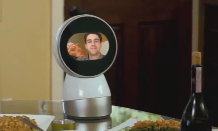 """بالفيديو .. شاهد """" جيبو """" .. أول روبوت تفاعلي عائلي"""