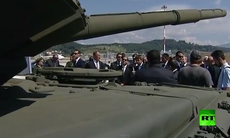 بالفيديو .. السيسي يشاهد معدات عسكرية وأنظمة صاروخية روسية