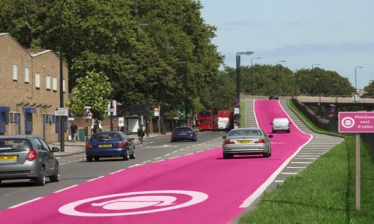 بالصور .. لتقليص الحوادث .. شوارع وردية للنساء فقط في بريطانيا