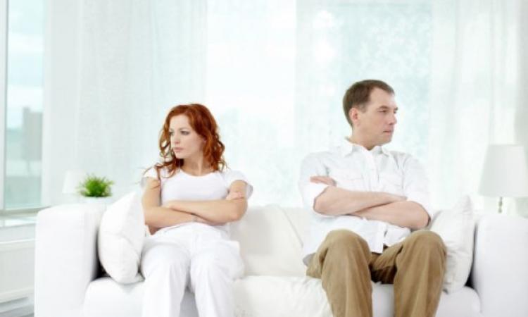 «الصمت» عدو قاتل للحياة الزوجية