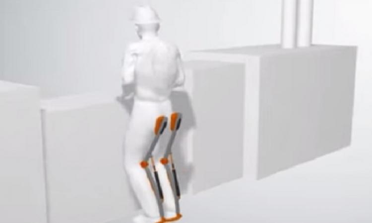 بالفيديو .. مقعد محمول يسمح لمرتديه بالجلوس في أى وقت ومكان