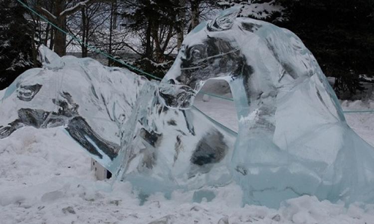 استحضارا لبرودة الشتاء في عز الحر .. شاهد اروع واجمل المنحوتات الثلجية