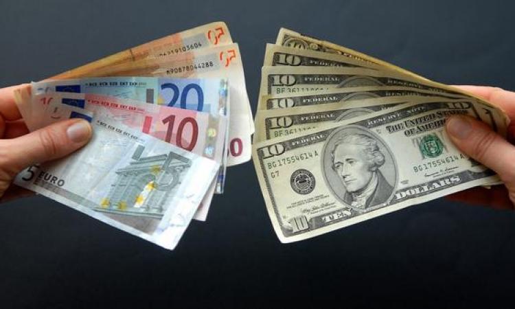 اليورو يتجه لتسجيل خسائر أسبوعية مقابل الدولار
