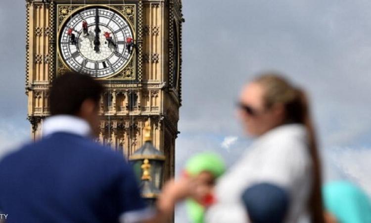بالصور .. تعرف على طريقة تنظيف ساعة بيج بن الشهيرة