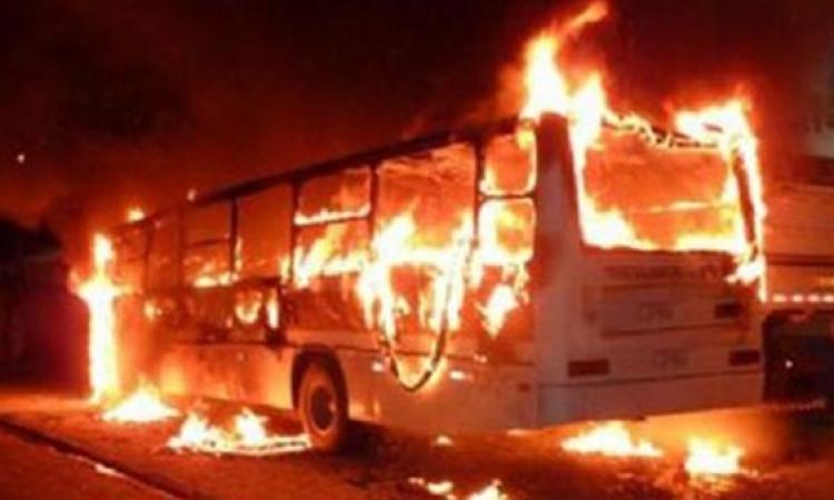 أنصار الإخوان يضرمون النار في أتوبيس نقل عام بكورنيش حلوان