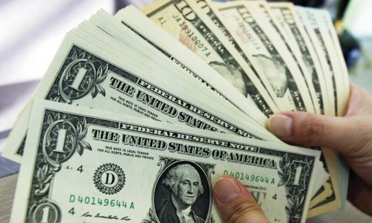 الدولار يسجل أكبر هبوط ليوم واحد منذ يناير
