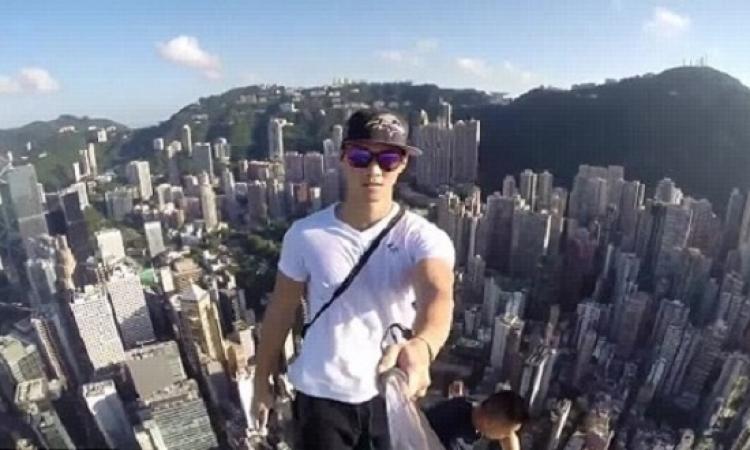 شاهد بالفيديو والصور جنون السيلفي .. 3 مراهقين يعتلون ناطحة سحاب في هونج كونج لالتقاطه !!