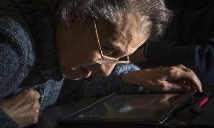 تطوير شاشات كمبيوتر لتغني عن النظارات الطبية