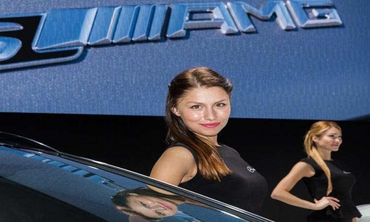 بالصور .. معرض موسكو للسيارات يتحول لكرنفال للازياء والفاتنات !!
