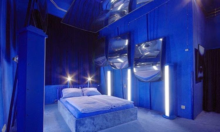 بالصور .. جولة في أغرب فندق في العالم .. كل غرفة بتصميم مختلف !!
