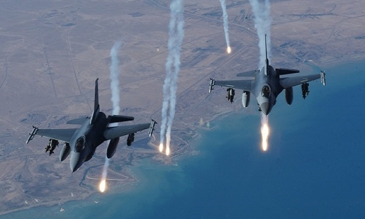 بالفيديو .. قصف القوات الامريكية لمواقع داعش في العراق