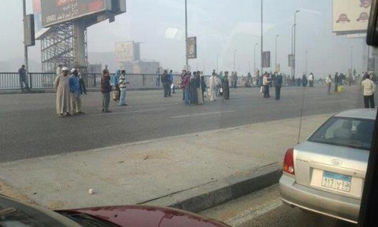 الأمن يفتح كورنيش النيل بحلوان بعد قيام أنصار الإخوان بقطعه