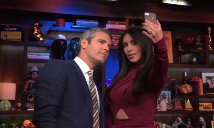 """بالفيديو والصور .. مذيع """" محظوظ """" يلتقط Selfie """" مميز جدا """" مع كيم كارداشيان ؟!!"""