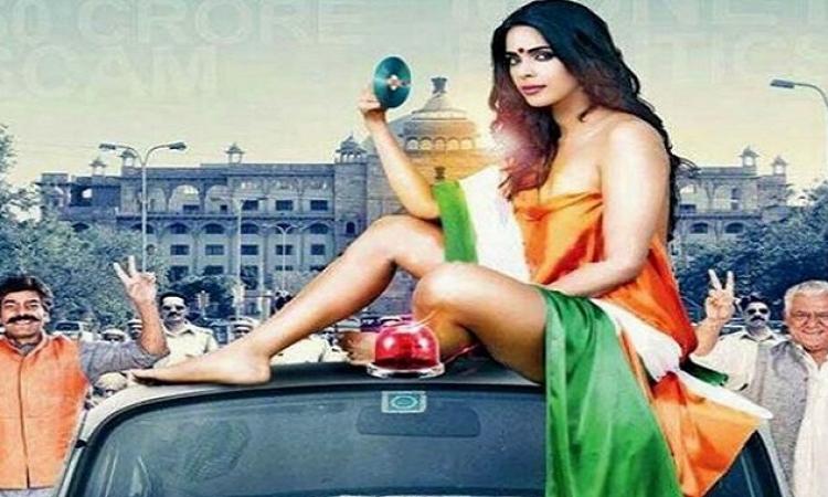 بتهمة إهانة العلم .. الهندية ماليكا شيرويت تشرب من كأس صافيناز