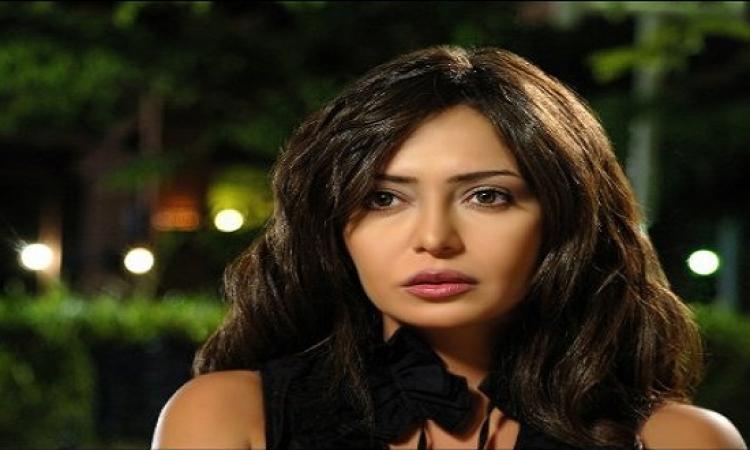 بالصور .. نجوم الفن فى عزاء ميرنا المهندس .. وراندا البحيرى بالحجاب !!