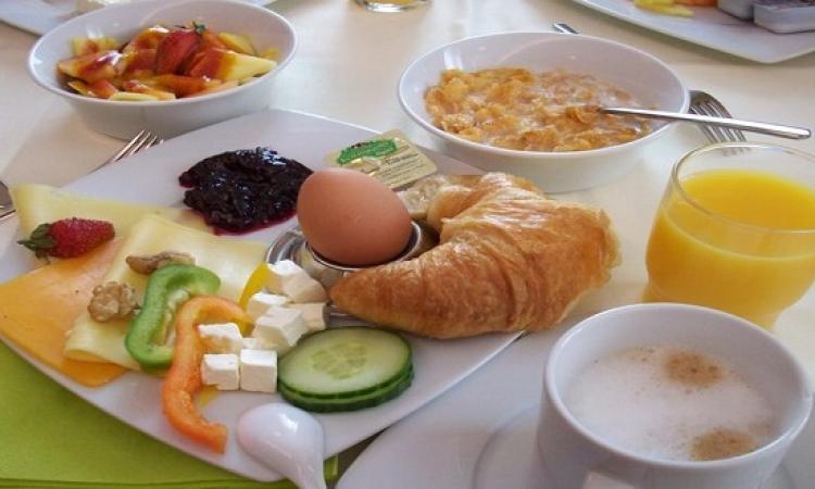 على عكس المتوقع .. دراسة بريطانية تؤكد عدم اهمية وجبة الإفطار !!